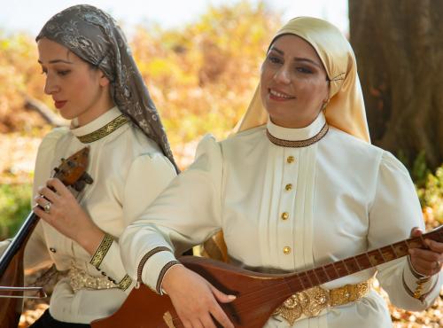 """""""Amazara"""" projesinin ikinci videosu olan Abhaz halk şarkısı """"Нарҭаа рышҭыбжь"""" yayınlandı."""