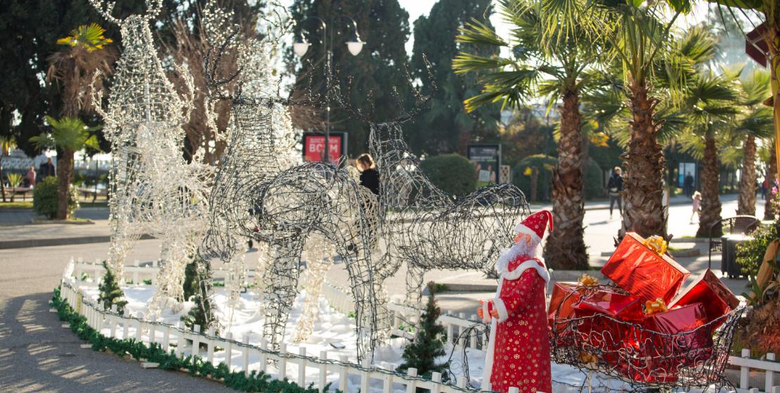 Başkent sakinleri Muhacirler Sahili'nde Noel Baba ve ren geyiklerini bekliyorlar.