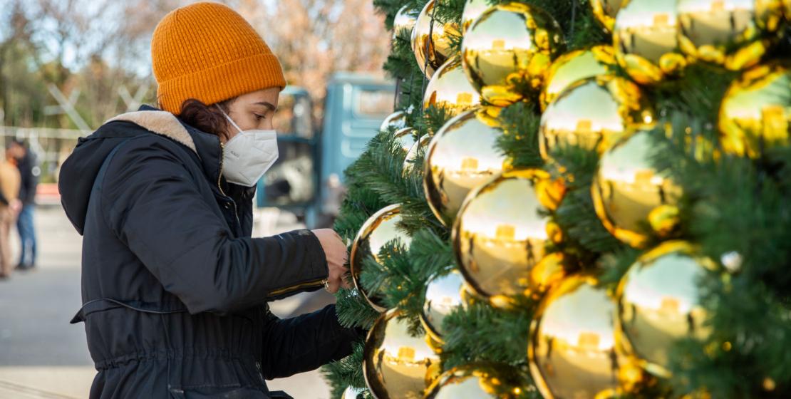 Ana meydanda herkes için büyük bir Noel ağacı süslendi. Hazırlıklar gerekli önlemlere uyarak devam etti.