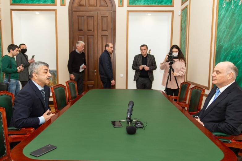 التقى رئيس المؤتمر العالمي للشعب الأبخازي-الأباظة موسى إيكزيكوف مع رئيس الجمهورية في سوخوم