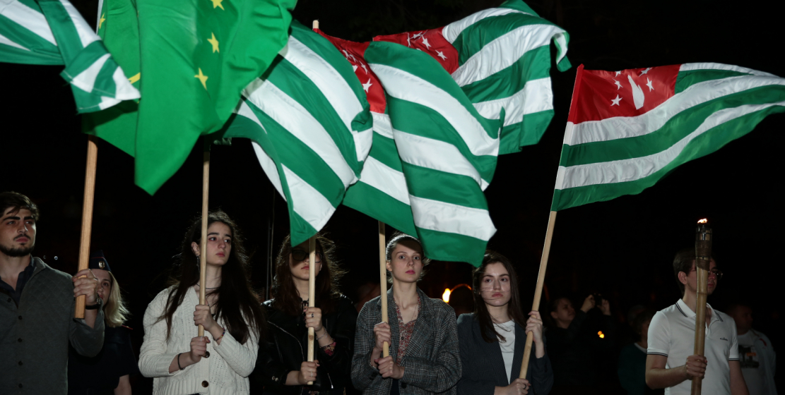 The event was attended by many young people. Lots of young people were holding Abkhazian and Adyg flags.