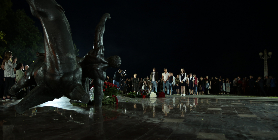 Schoolchildren from different regions of Abkhazia took part in the flower-laying ceremony.