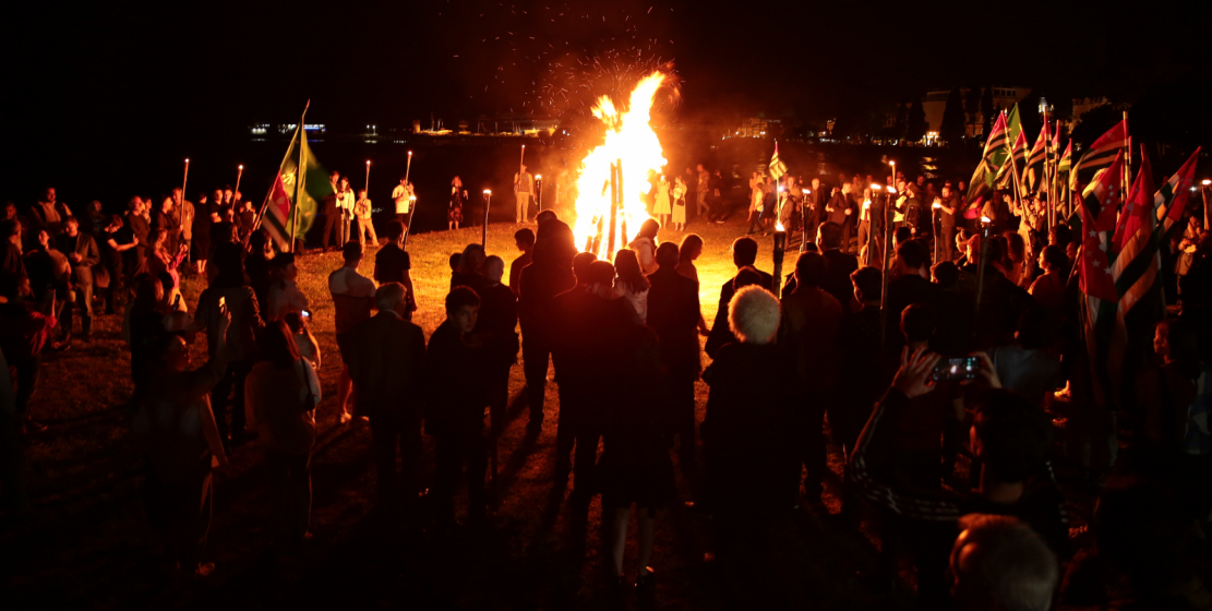 Everyone could take part in lighting the Nart bonfire (a large bonfire, which is indicated in the legends about the Nart epos as the Nart bonfire - ed.).