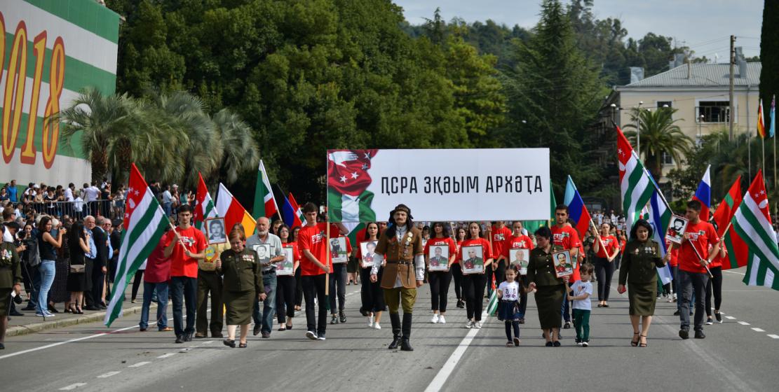 Парад в честь 25-летия Дня Победы и Независимости