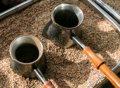 In the improvised Moscow «Brekhalovka», guests were treated the Oriental coffee made on the sand