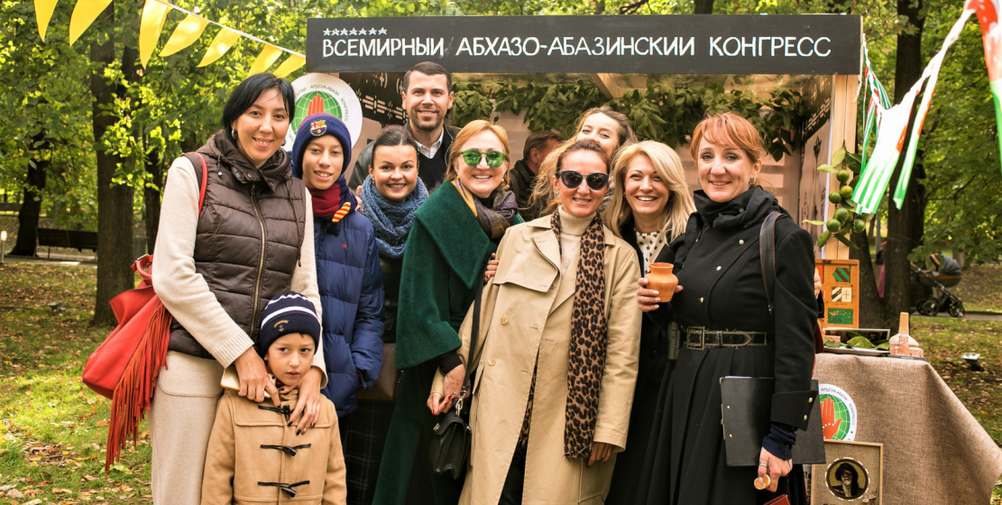 Guests of the pavilion of the World Abaza Congress at the Apsny festival in Moscow in the «Krasnaya Presnya» Park