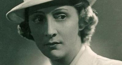 Гали Баженова (известна как Эльмесхан Хагундокова и графиня де Люар) – родом из старинного кабардинского рода Хагундоковых по отцу и германских аристократов – по матери.