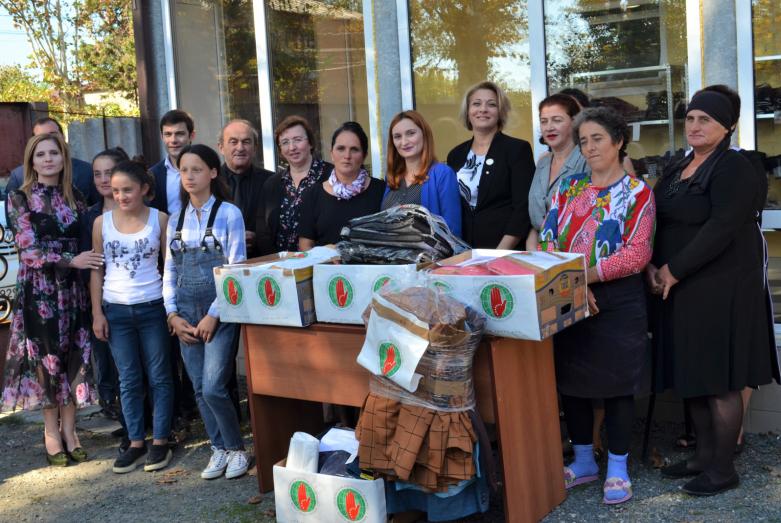 Гуманитарную помощь благотворительным организациям и ассоциациям передал ВААК