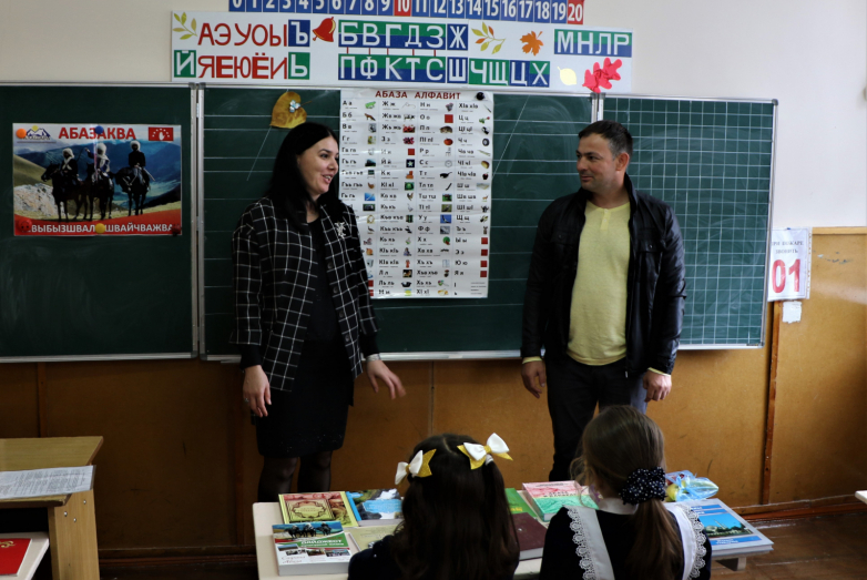 Cотрудник офиса «Алашары» в Черкесске Мурат Джандаров на кружке абазинского языка в Адыге-Хабле