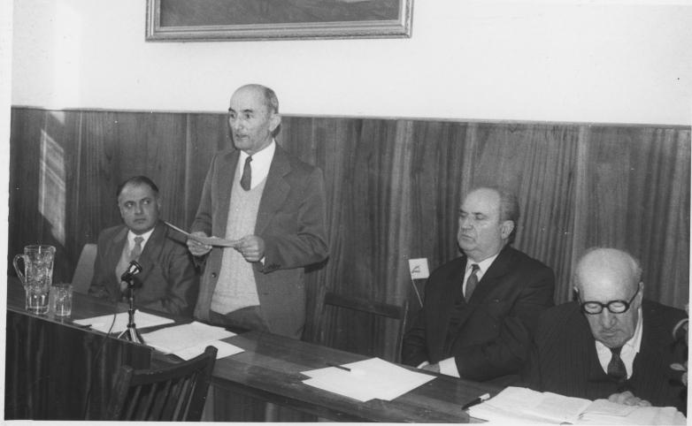 Шалва Инал-Ипа на научной конференции в АбНИИ языка, истории и литературы им. Д. Гулиа
