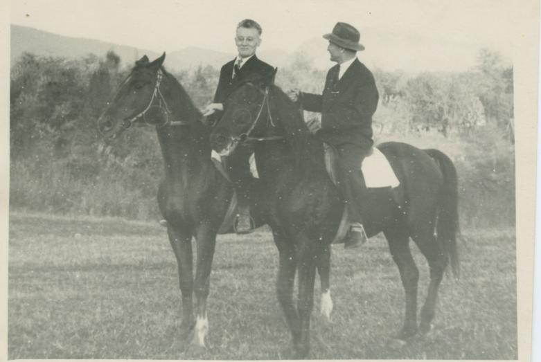 Шалва Инал-Ипа со своим большим другом Василием Ивановичем Абаевым во время его экспедиции в Абхазию