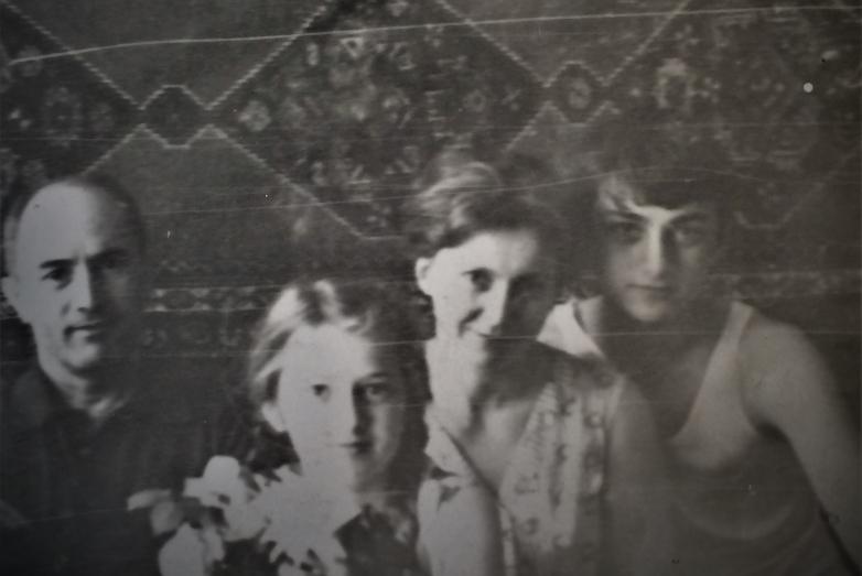 Шалва Денисович с семьей