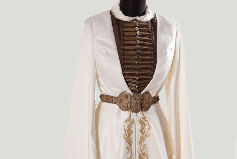 Women's costume, reconstruction