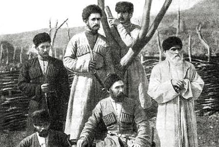 Абазины, Муса Габулов (первый справа) с односельчанами, Кубанская область, Бибердовский аул, 1870—90-е
