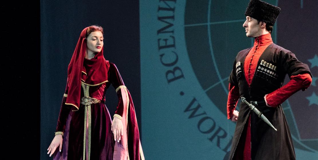 Мактина Шакая-Тлехугова и Тимур Тлехугов на вечере абхазо-абазинской диаспоры в Санкт-Петербурге