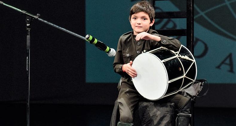Юный барабанщик Саид Криа выступает на вечере абхазо-абазинской диаспоры в Санкт-Петербурге