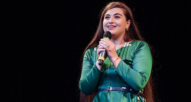 На концерте исполнялись абхазские и абазинские песни. На фото исполнительница из Абхазии Линда Хишба