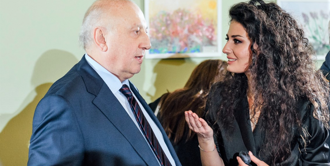 Чрезвычайный и полномочный Посол Республики Абхазия в России Игорь Ахба и абхазская певица Ана Агрба