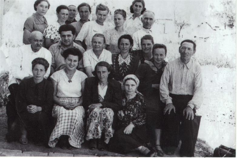 1957 год. Коллектив Эрсаконской больницы. Фото на память перед уходом Алексея Хуранова в облздравотдел