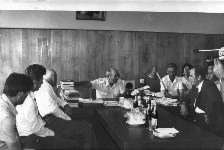 Шалва Денисович на совещании в институте