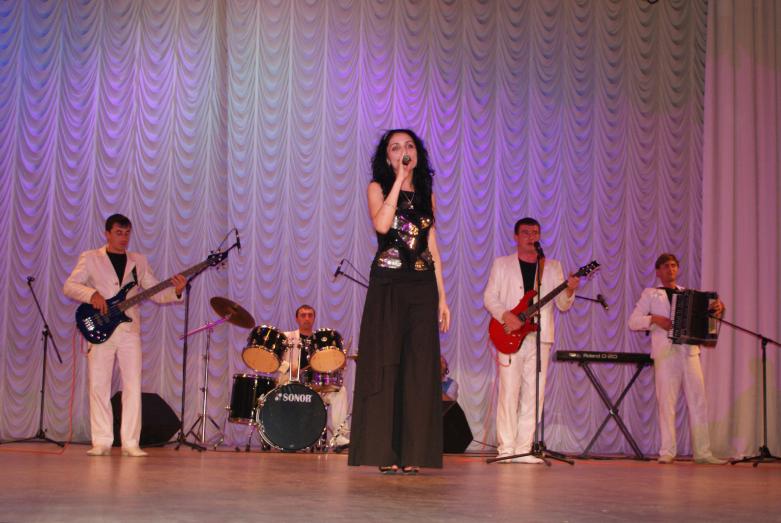 Группа «Абазги» на сцене Абхазской государственной филармонии. Сухум, 2009 год