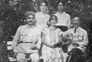 Самсон Чанба и Симон Басария с семьями, Железноводск, 1925 год