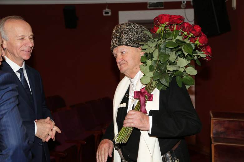 Народного поэта Абхазии Мушни Ласурия поздравили с юбилеем